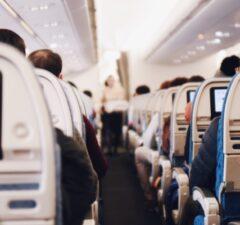 Ako prežiť cestu lietadlom